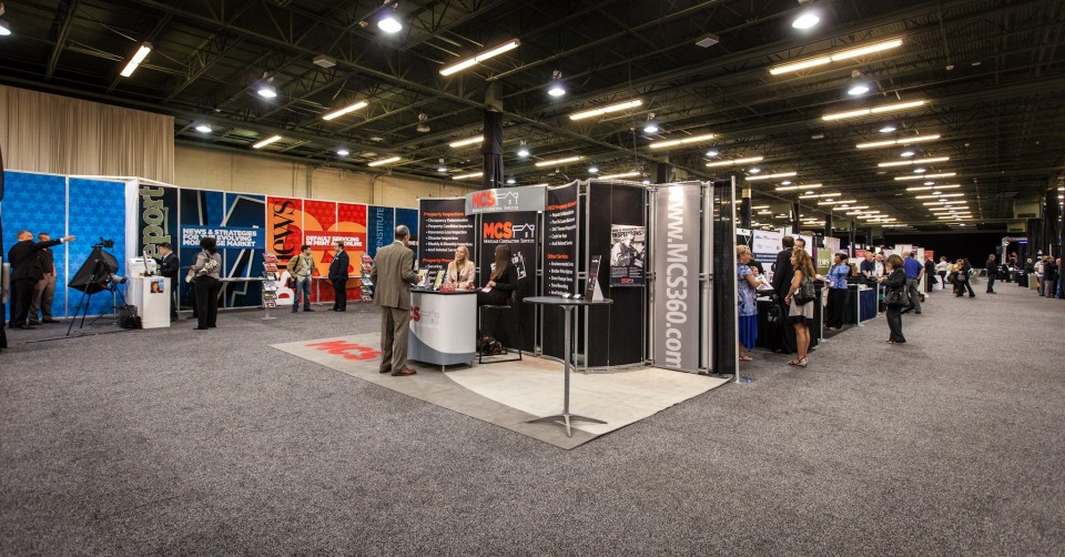 3 Things You Can Do with a Floating Sign at Your Next Trade Show